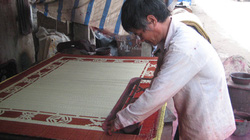 Giữ nghề  dệt chiếu cho làng