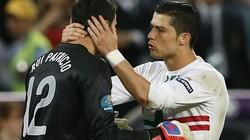Bên lề Euro: Fabregas bật mí về quả 11m, CR7 nhát gan?