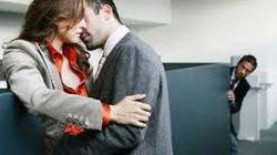 """Bàng hoàng phát hiện vợ """"yêu""""... thầy giáo"""