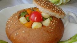 Bữa sáng thích mắt với bánh mì nhồi rau củ
