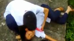 'Phê' thuốc lào, nam sinh đeo khăn đỏ ngã lộn cổ