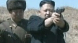 """Triều Tiên """"tung"""" video ông Kim Jong-un trổ tài bắn súng"""
