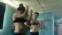 Lại nóng clip thiếu nữ mặc nội y nhảy sexy trong phòng trọ