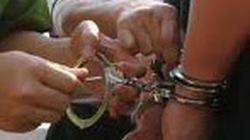 Thượng úy CSGT vung chân đạp ngã 2 tên cướp