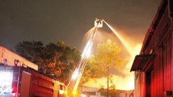 Tổng kho Sacombank cháy dữ dội trong đêm, thiệt hại lớn