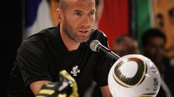 Zidane tặng vợ cả một... đội bóng