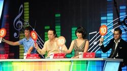 """Một liveshow, Việt Tú ba lần """"đá xoáy"""" Lê Hoàng"""