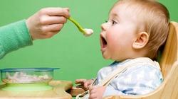 Cho trẻ ăn không nên quá 20 phút
