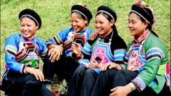 Độc đáo trang phục của thiếu nữ dân tộc