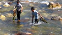 Độc đáo nghề săn cá bên dòng Mường Hoa