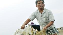 Lão ngư mù bắt cá nuôi bảy con lớn khôn