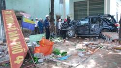 """Gia Lai: """"Xe điên"""" tông sập trụ sở tổ dân phố"""