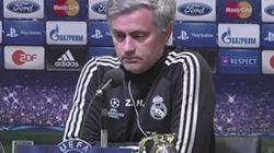 """Một nửa đội Real muốn """"tống cổ"""" Mourinho"""