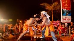 Xem vũ hội Carnaval sống động trong đêm mưa