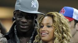 """Balotelli đem bạn gái """"treo thưởng"""" Real"""