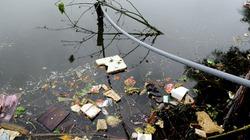 Người dân thủ đô ăn uống bằng nước ao tù, rác nổi lều bều