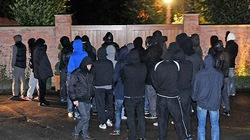 Đòi rời M.U, Rooney bị hooligan vây kín nhà