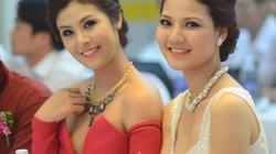 Thấp thỏm vì Hoa hậu Ngọc Hân mặc váy xẻ sâu