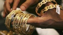 Giá vàng thế giới giảm mạnh hơn vàng trong nước