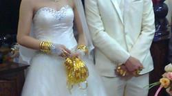 Lóa mắt vì cô dâu, chú rể đeo vàng chật cổ