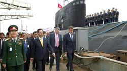 Chùm ảnh Thủ tướng thăm tàu ngầm Kilo 636 mang tên Hà Nội