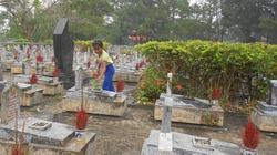 Những đứa trẻ mưu sinh ở nghĩa trang