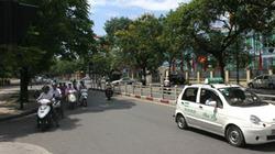 Trời nắng người dân bỗng nghiêm túc chấp hành luật giao thông