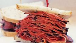 Tử vong vì ăn phải tăm trong bánh sandwich