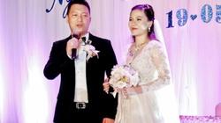 Mỹ Dung bầu 5 tháng, say đắm hôn chồng trong ngày cưới