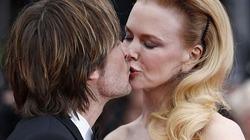 Vợ chồng Nicole Kidman hôn nhau đắm đuối trên thảm đỏ Cannes