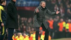 Ghét Chelsea, Sir Alex không cho Mourinho kế vị?