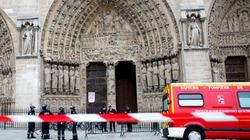 Tự sát bằng súng trong nhà thờ Đức Bà