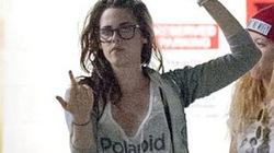 Kristen Stewart giơ ngón tay thối đầy thô lỗ