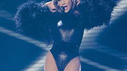 Mặc quá nóng bỏng, Jennifer Lopez gây bão trên sân khấu