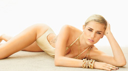 "Vừa chia tay, Miley lọt top 10 sao nữ ""hot"" nhất"