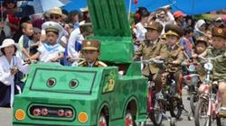 Triều Tiên cho 3.000 trẻ em duyệt binh mô hình