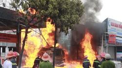 """Vụ cháy cây xăng: Tiếng """"bom"""" cảnh báo"""