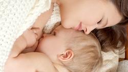 Do bé bú mẹ nên chậm tăng cân?