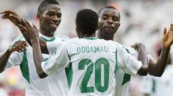 """Nigeria-Uruguay (1-2): """"Đại bàng xanh"""" gãy cánh"""