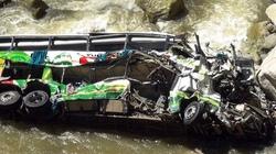 Xe buýt lăn xuống hẻm núi, hơn 30 người thiệt mạng