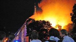 Văn phòng tổng thống Latvia bốc cháy rừng rực
