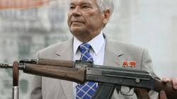 """""""Cha đẻ"""" súng AK47 phải nhập viện bằng máy bay"""