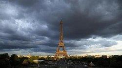 Tháp Eiffel tạm ngừng mở cửa vì nhân viên đình công