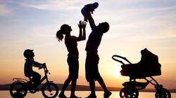 Gia đình hiện đại: Vật chất to lên, tình người bé lại