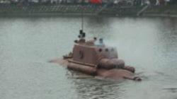 Người chế trực thăng lo tàu ngầm Trường Sa bị thu giữ