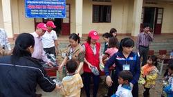 Kon Tum: Tặng giày cho học sinh nghèo
