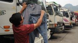 Hàng ngàn tài xế ăn ngủ và... phơi quần áo dọc đường lên cửa khẩu Tân Thanh