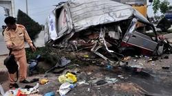 Đà Nẵng: Xe tải đâm xe khách, 12 người nhập viện