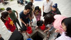 Hàng nghìn hộ dân Thủ đô xếp hàng lấy nước