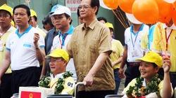 Thủ tướng Nguyễn Tấn Dũng đi bộ từ thiện vì người khuyết tật